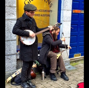 couple the fellas on Shop St playin tunes